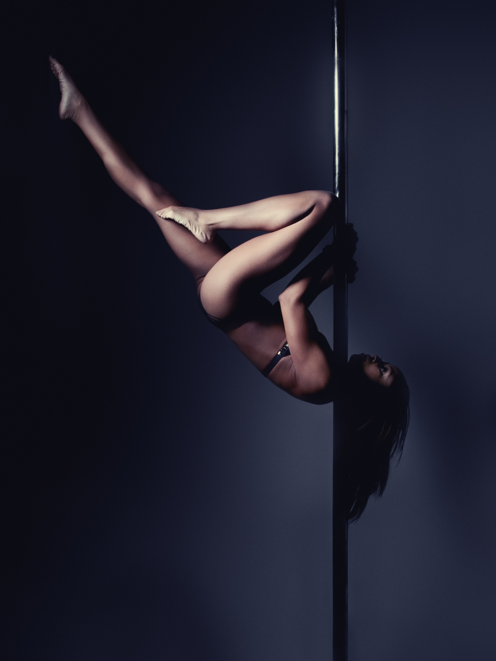 Nicole ThePole in shoulder mount