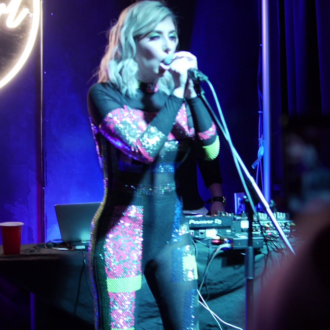 Nanu performing live at 6 Mics Showcase in Toronto 2020