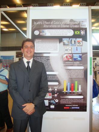 Apresentação de trabalho durante o IADR (International Association for Dental Research Meeting) em Barcelona-Espanha em 2010