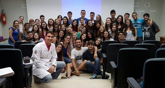 Aula para o primeiro ano do curso de graduação em Odontologia da FOB-USP, Bauru em 2016