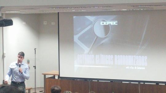 """Palestra """"Estudos Clínicos Randomizados sob a luz da estatística"""" na Faculdade de Odontologia da USP (FOUSP) em 2014"""