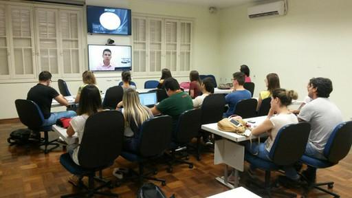 Aula por vídeo-conferência para a disciplina de estatística para os alunos de pós-graduação da Faculdade de Odontologia de Araçatuba (UNESP) em Araçatuba-SP em 2018