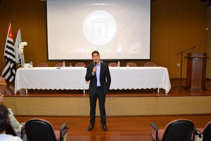"""Palestra """"A importância da pesquisa na graduação"""" na UNESP- Araçatuba, Araçatuba-SP em 2014"""
