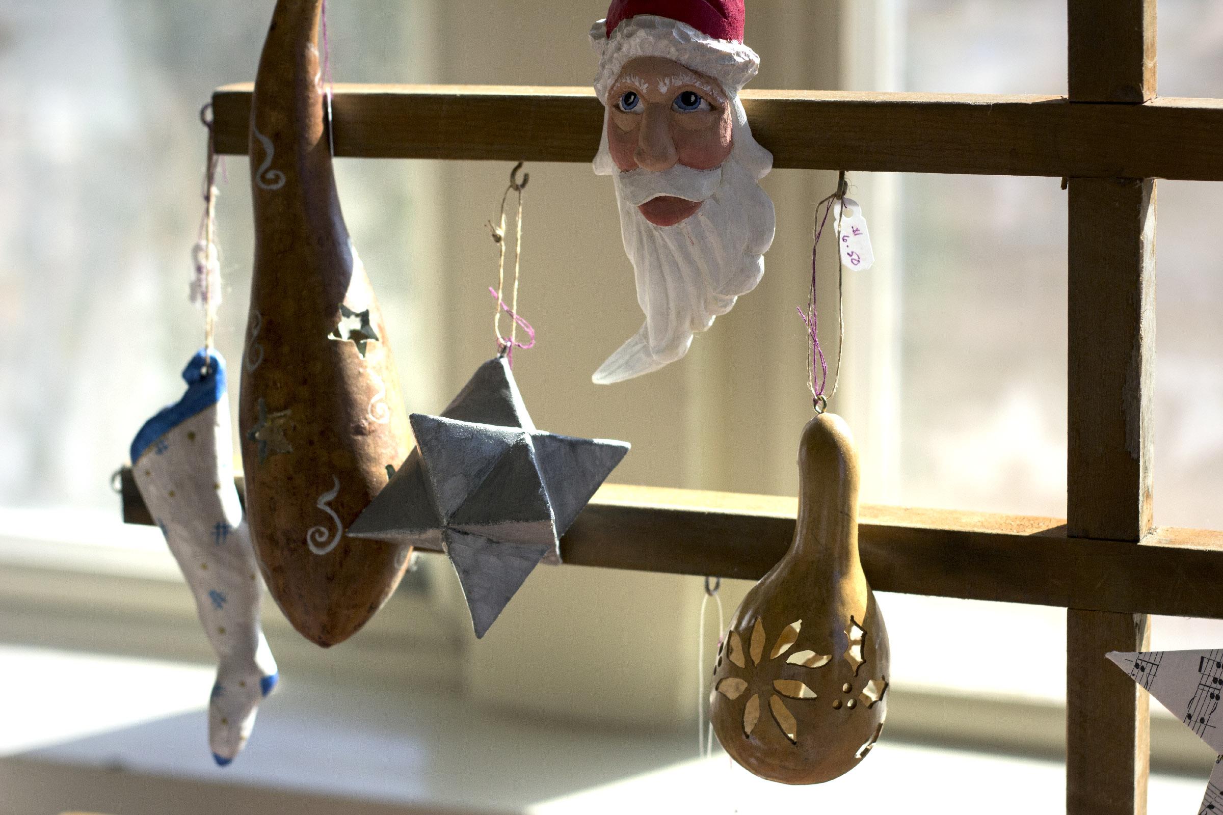 George & Linda Ornaments 2-1