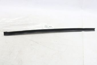 lèche-vitre vertical latérale arrière gauche (pour modèle tolé ) 67046-90K00