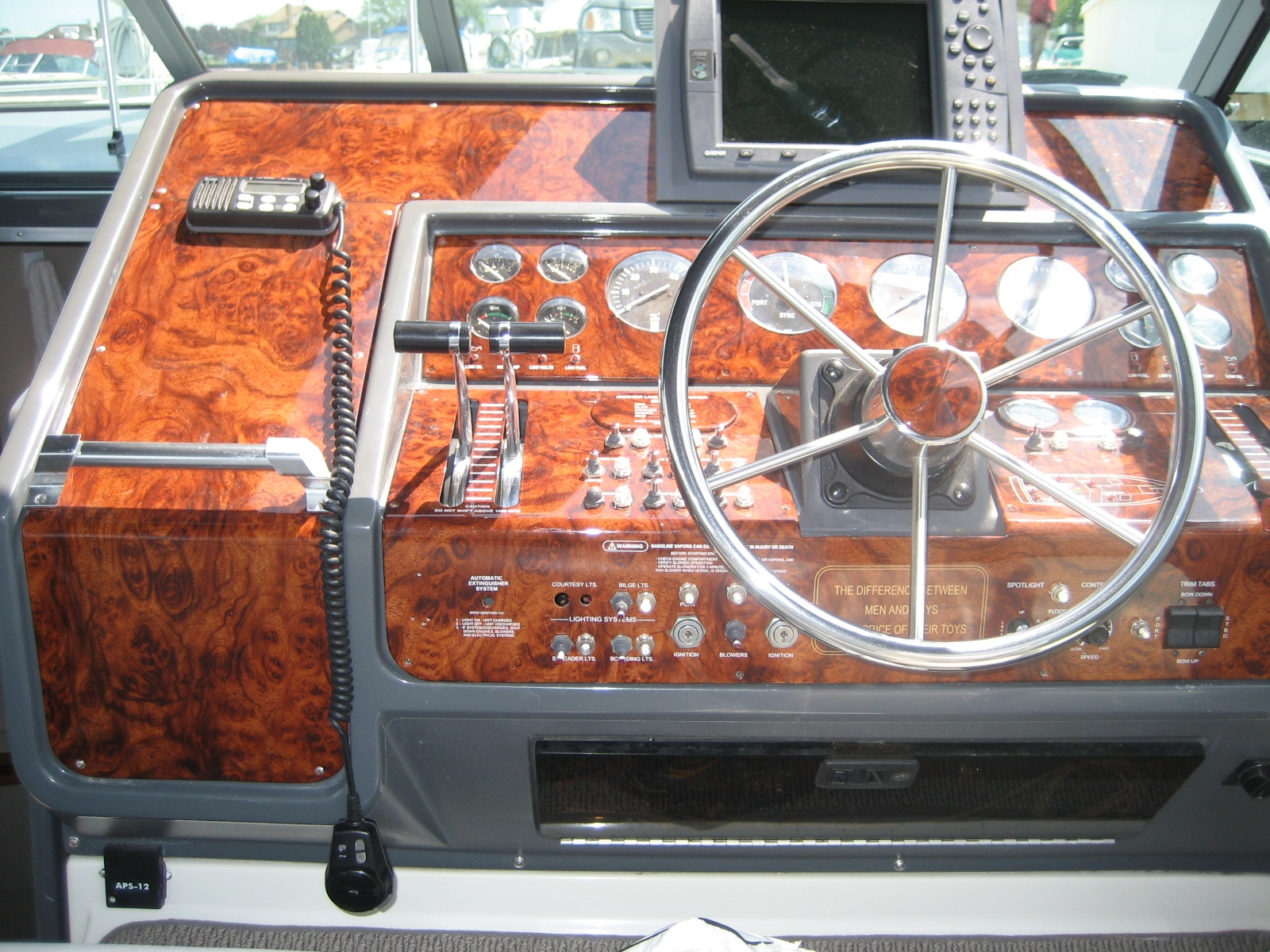 WOOD HIGH GLOSS BURL MARINE DASH