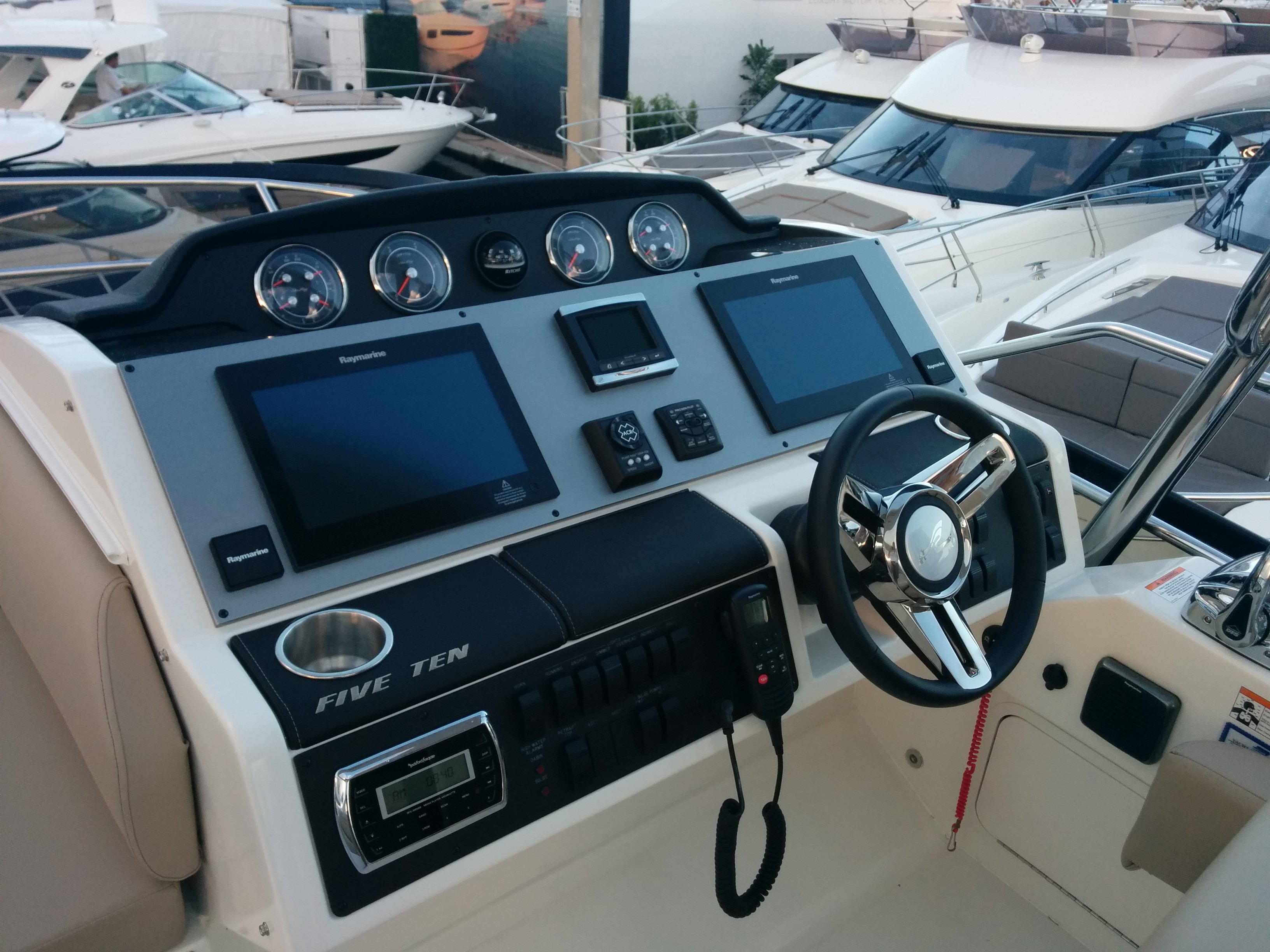 SEA RAY BOATS DASHBOARD