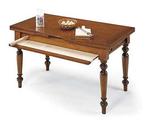 Tavolo con piano e mattarello
