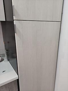 particolare anta frigo bianco venato