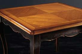 Tavolo classico quadrato