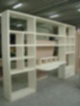 parete attrezzata con scrivania, scrivania con libreria