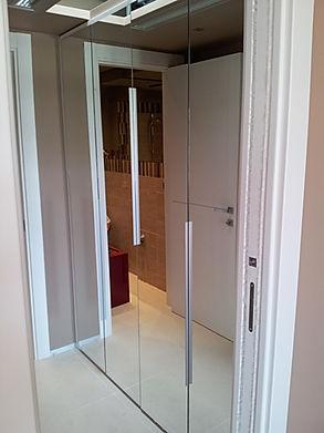 Armadio ingresso con ante a specchio