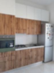 Cucina con doppia fila di pensili