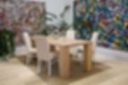 Tavolo con gamboni massicci