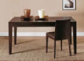 Tavolo moderno gamba a spillo