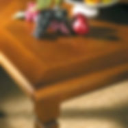 Tavolo con intarsi in massello