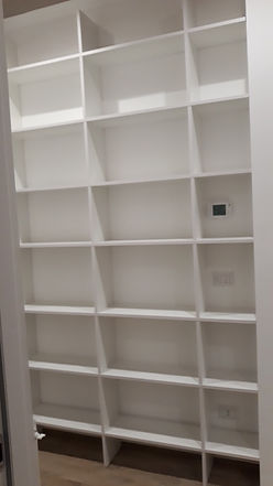 Libreria moderna su misura bianca
