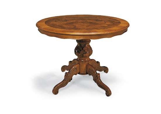 Tavolo con gambo centrale