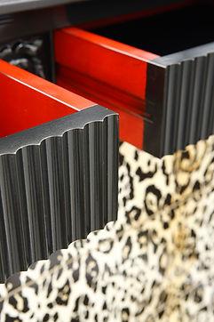 Comò, como provenzale, come decorato, comò con decoro leopardo