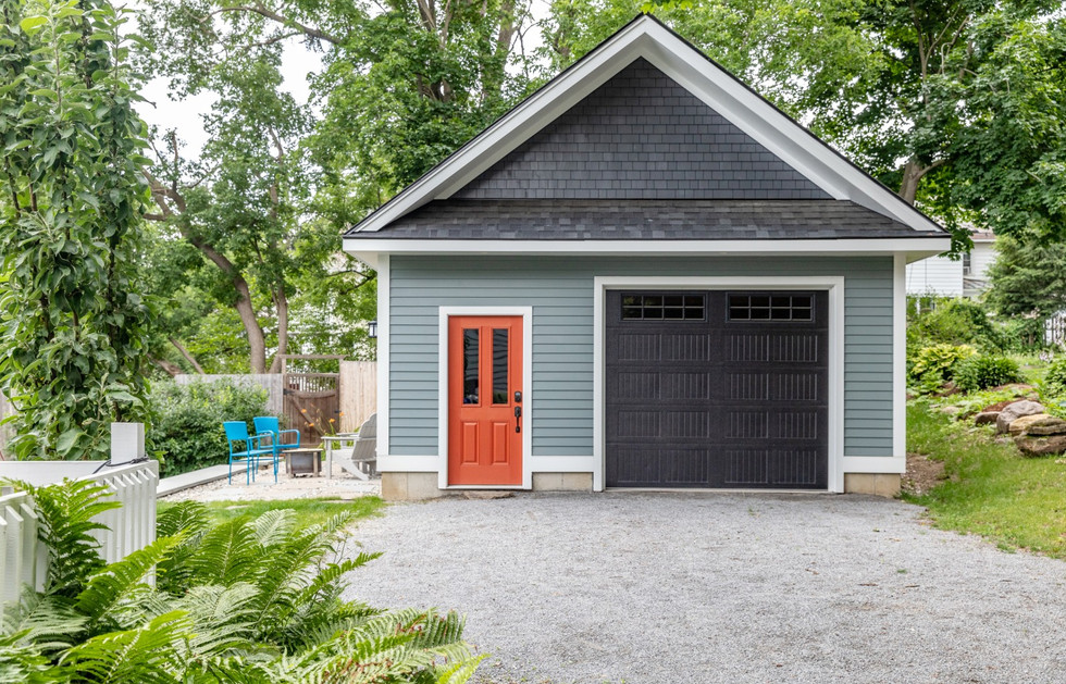 Garage and patio in Burlington
