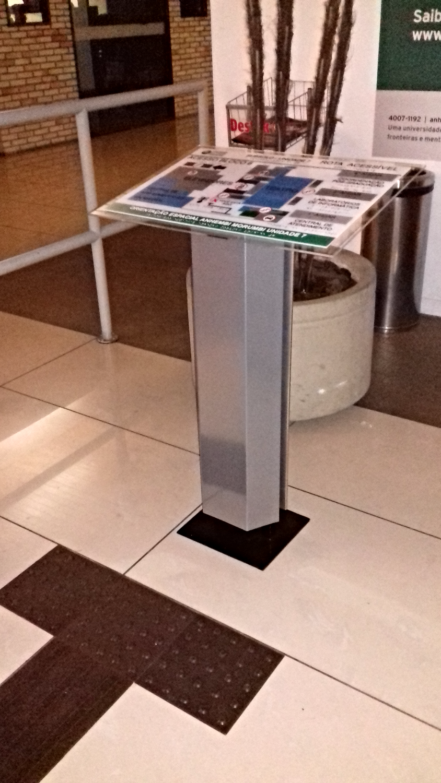 Mapa tátil com pedestal Sinal Link