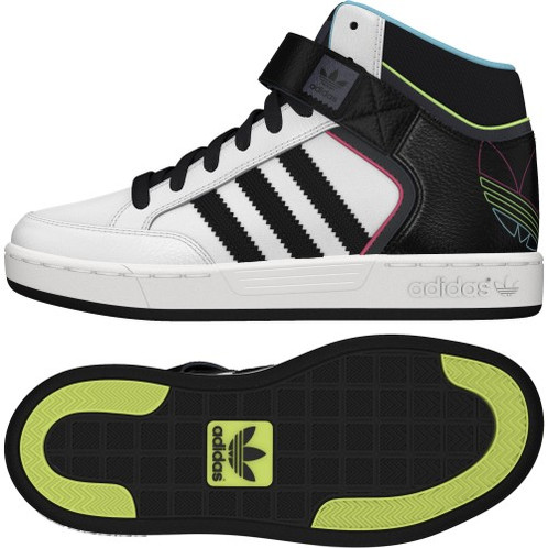 09b40b4bbbe43 A classic basketball mid top readjusted for skateboarding, these junior  shoes are all about comfort and support. With a mid cut for extra stability  and ...