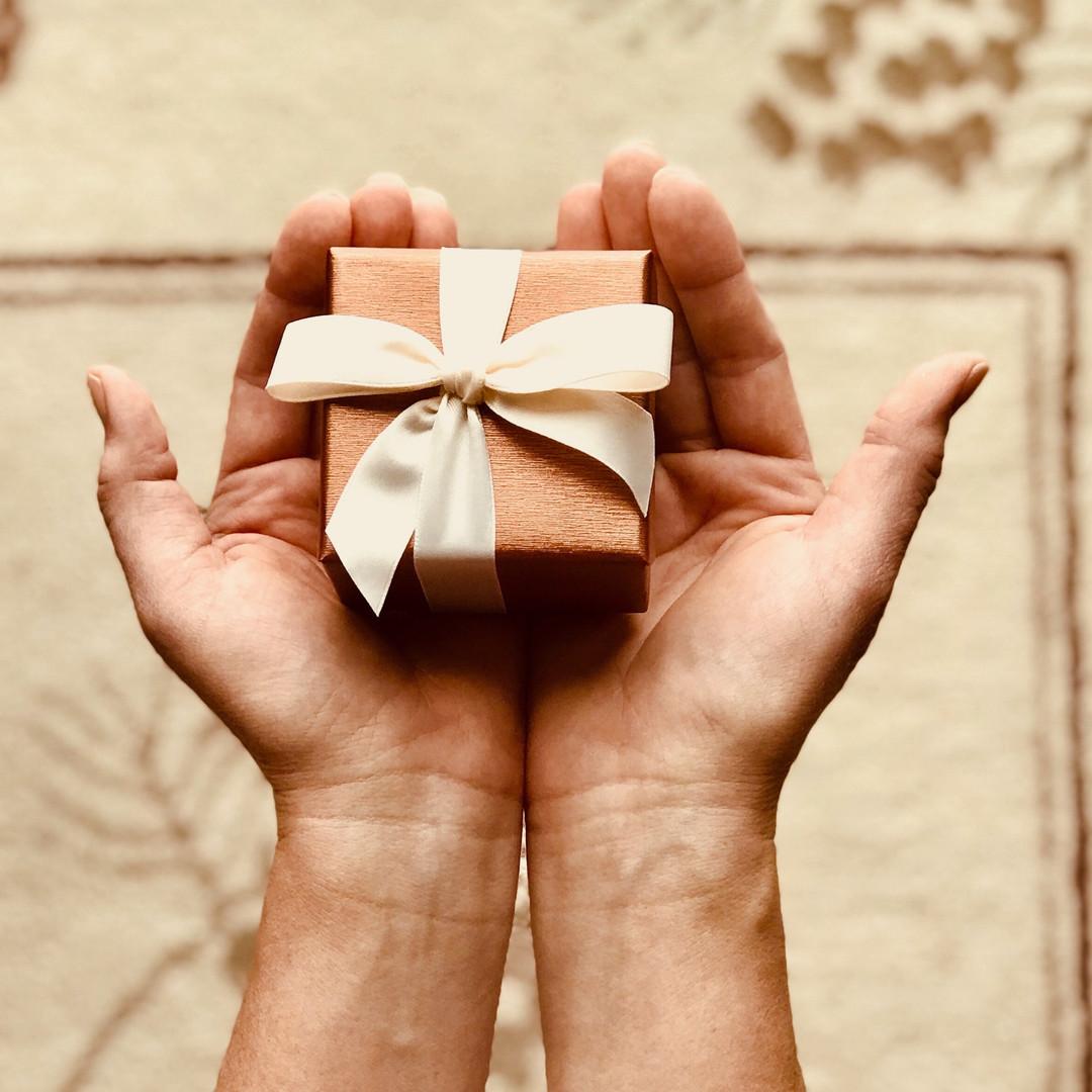 box-close-up-gift-842876.jpg