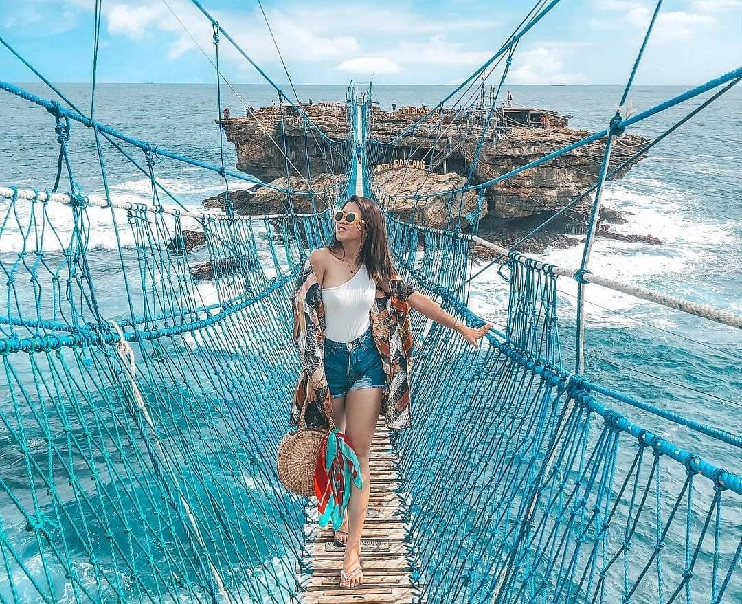 PANTAI TIMANG WISATA EKSTRIM DI JOGJA  Travellers Cantik Indonesia