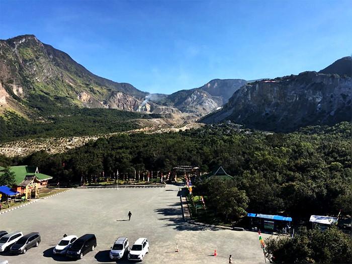 Pendaki Cantik Gunung Papandayan