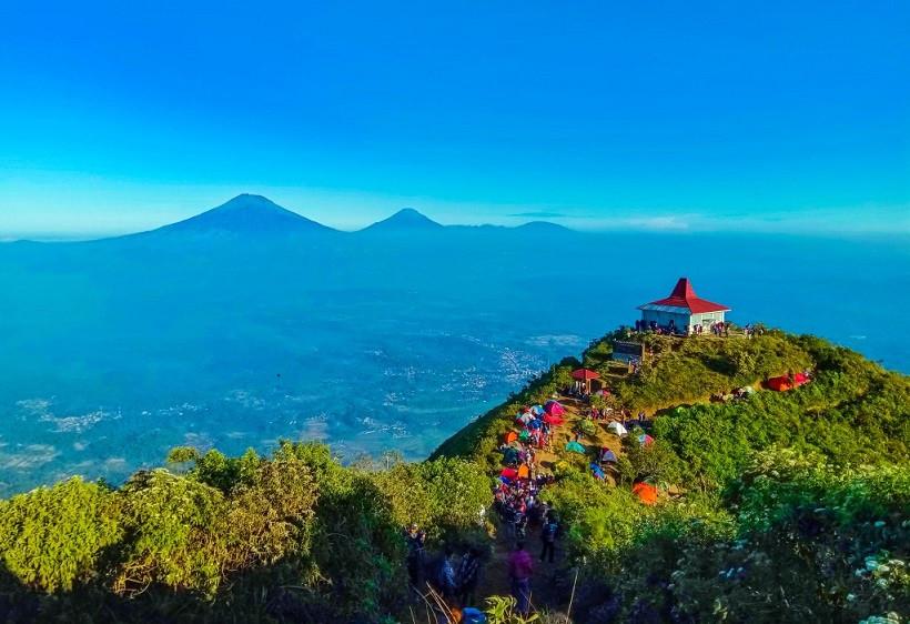 Pendaki Cantik Gunung Andong