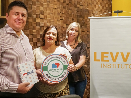 Levvo Instituto recebe selo de parceria do Lar Bezerra de Menezes
