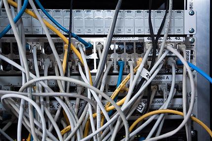 Il serviziio di hrdware maintenance intervieno sul posto o in remoto per problematiche e malfunzionamenti hardware, ricambi, ampliamento parco macchine