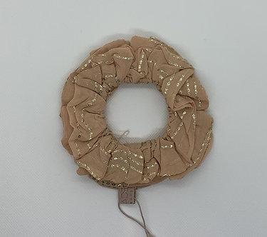 Unmade-Felone scrunchie pouder