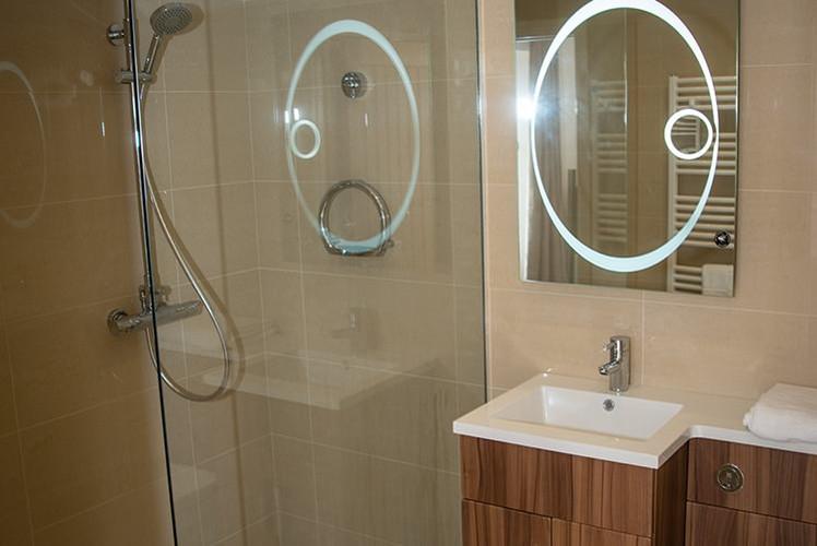 The-Lodge-bathroom-image-2.jpg