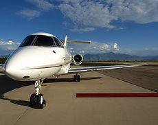 Avión y alfombra roja