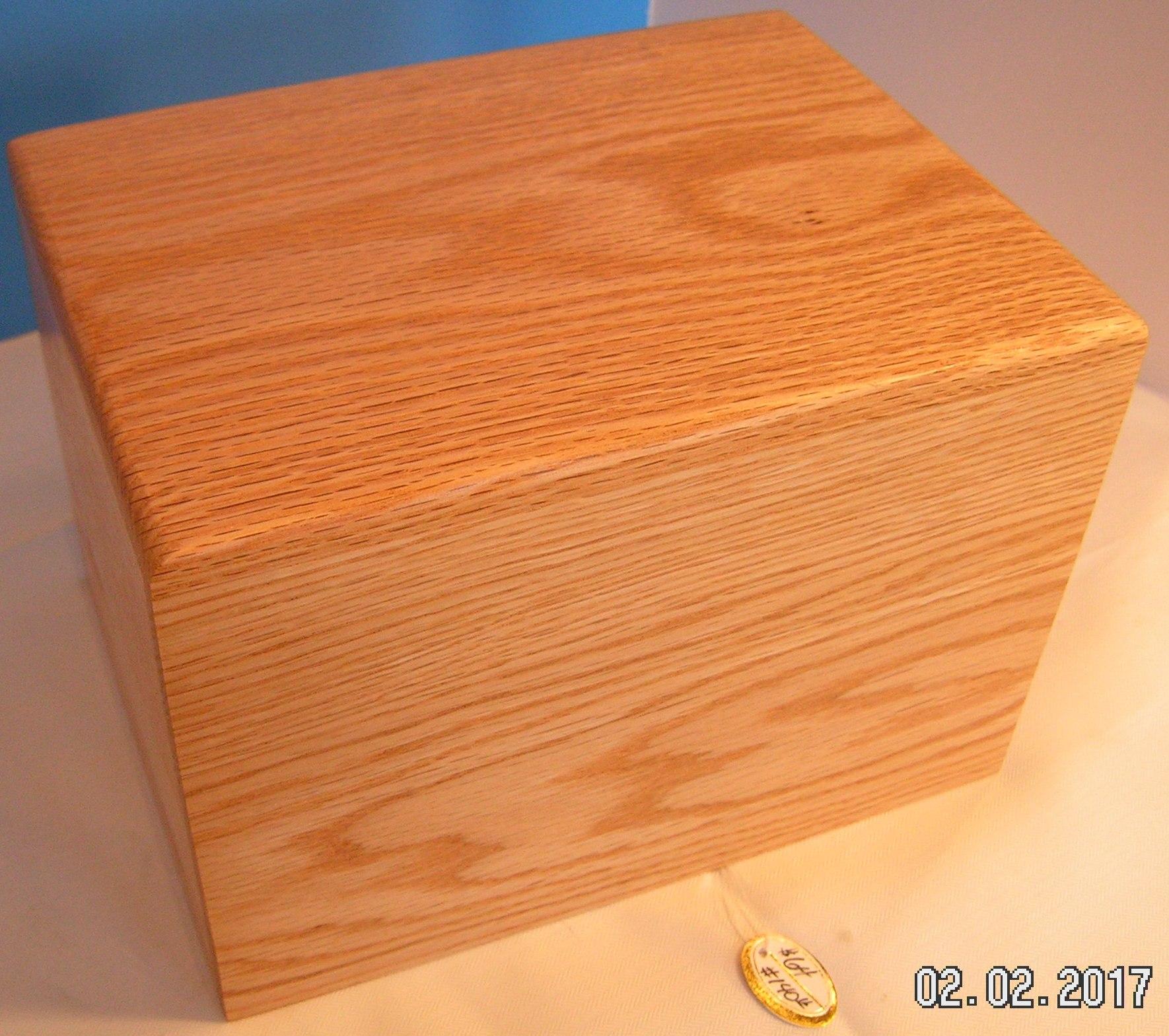 Oak Urn - Medium