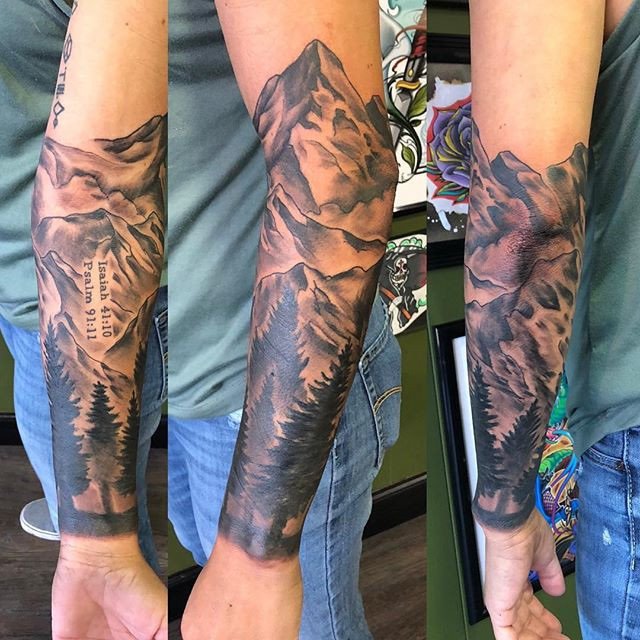 Today's #mountains #tattoo #blackandgrey