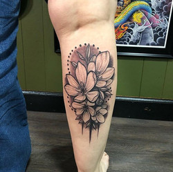 Tattooing flowers is always super fun