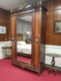 Mirrored Cabinet.jpg