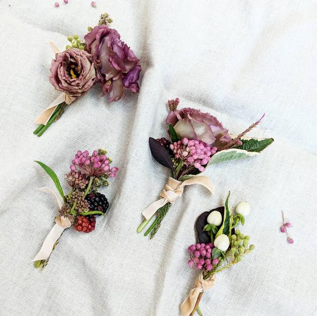 Wedding_Buttonholes_Dorset_Christchurch_Pinks_Velvet_Ribbon