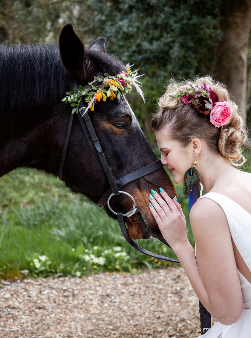 Country outdoor wedding. Browband with vibrant boho flowers.