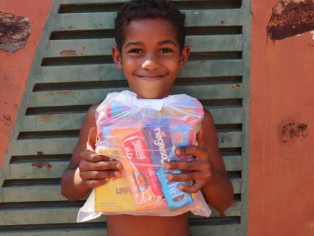 Biscoito e chocolate da Nestlé para favela