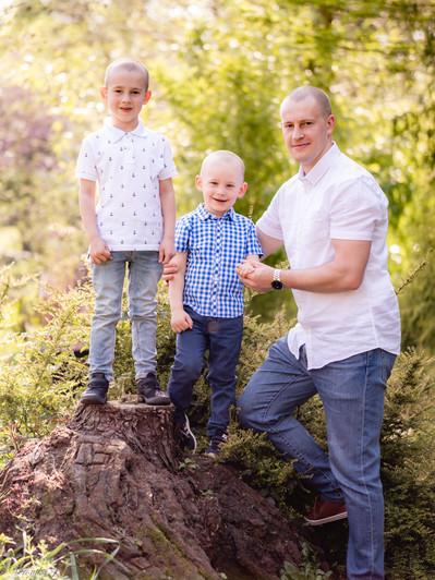 Family 19.04.19 -1198540.jpg