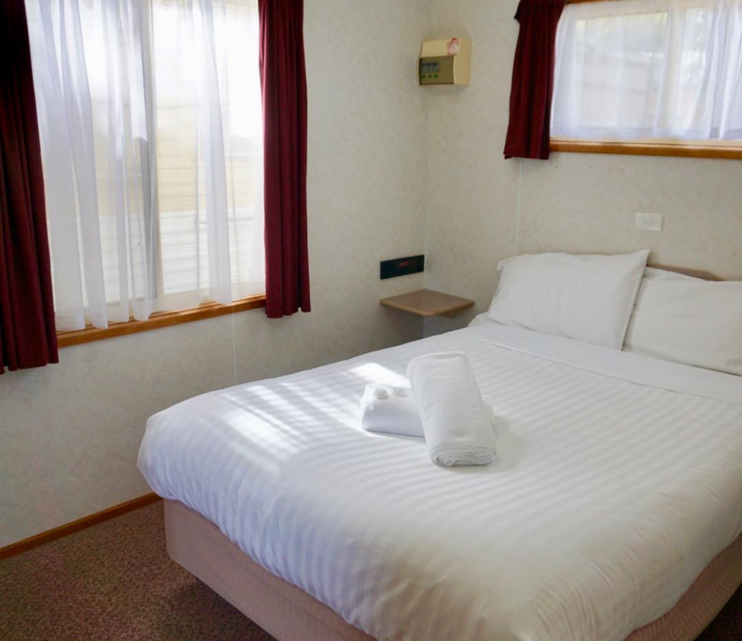 cosy cabin bedroom