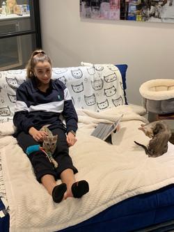 Elisabeth est heureuse avec ses chatons
