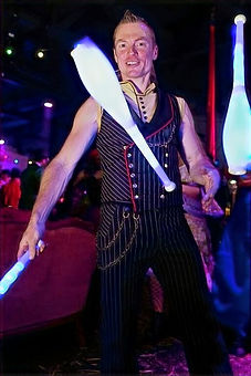 WinterWorks Entertainment - LED Jugglers - Interactive entertainment - Events - Mix and mingle