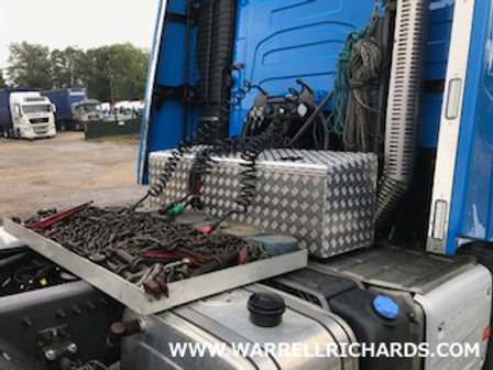 W1500xD450xH400/460- Slanted chequer toolbox with black powder coated locks