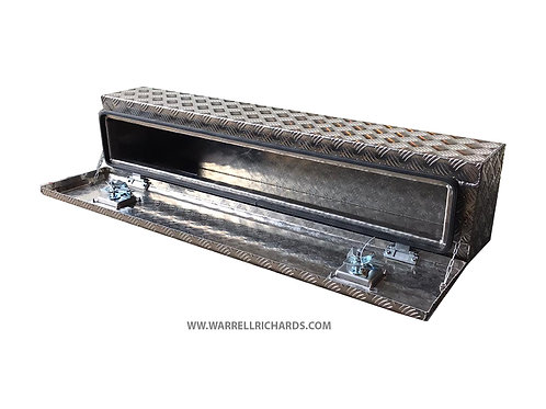 W1200XD250XH250 Chequerplate trailer toolbox with chains