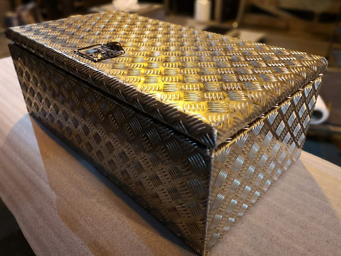 Chequer Plate Truck Toolboxes - Custom Made Toolboxes, Renault, Mercedes, DAF...