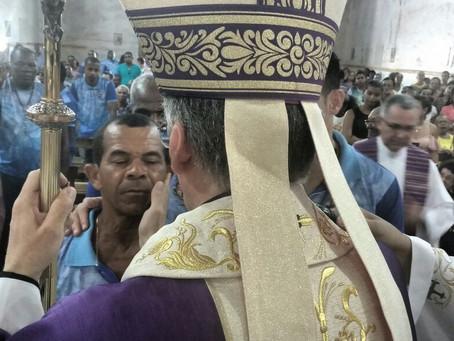 Primeira visita do Bispo ao Santuário de Frei Galvão é marcada por celebração da Crisma